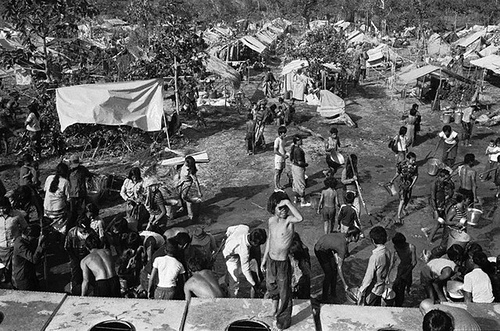 01 Jan 1985, Aranya Prathet, Thailand --- Cambodian refugees at the Red Hill refugee camp, near the Thai-Cambodian Border. 60,000 people fled to the south as fighting increased between Khmer-Vietnamese troops and the FNLPK (Khmer People's National Liberation Front), one of the three groups making up the anti-communist resistance. --- Image by © Alain Nogues/CORBIS SYGMA