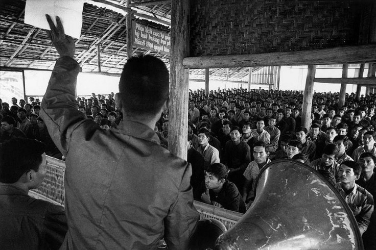 1976-mot-lop-hoc-tap-cai-tao-tai-tc3a2y-ninh-photo-by-marc-riboud-south-vietnam-january