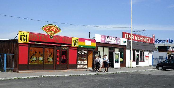 800px-Vietnamese_restaurants_on_Aleja_Bohaterów_Warszawy,_Szczecin,_Poland