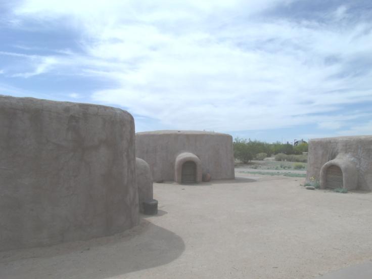 Phoenix-Pueblo_Grande_Ruin-Hohokam_Pithouses_Replicas.JPG