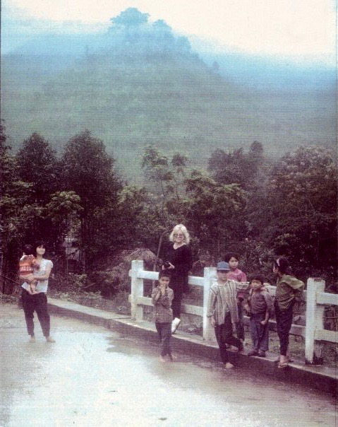 michele-thompson-traveling-to-sapa-1994