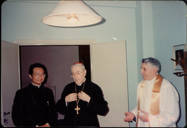 fr-khoat-meeting-with-pope-gregory-xvii-6-14-88