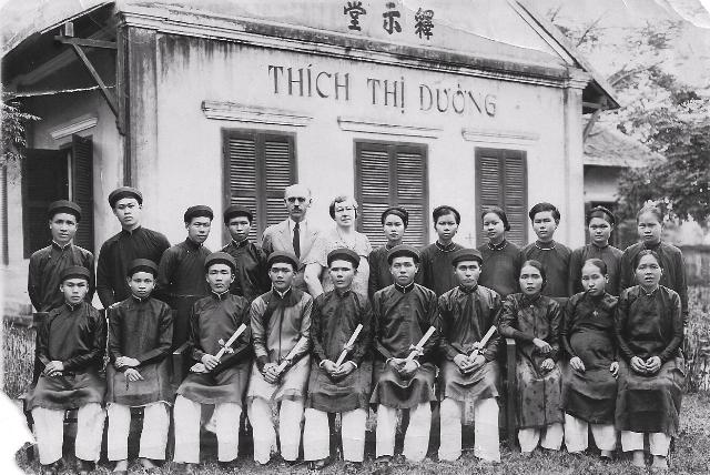 100 2 cac hoc sinh truong kinh thanh dau tien tot nghiep1